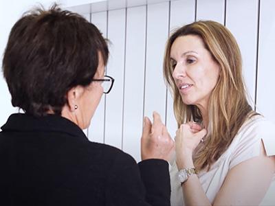 Implantes dentales | Amalia llega a la clínica dental Montse Timoneda