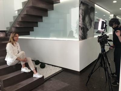 preparando video de Montse sobre la historia de su carrera